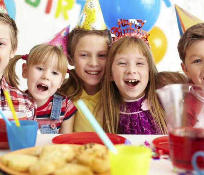 Invita familiari e amici per una piccola festa