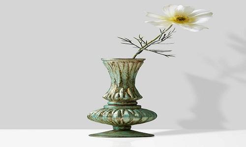 Usa antichi vasi di fiori singoli
