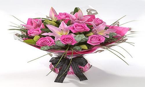 1) Rose e gigli per una donna