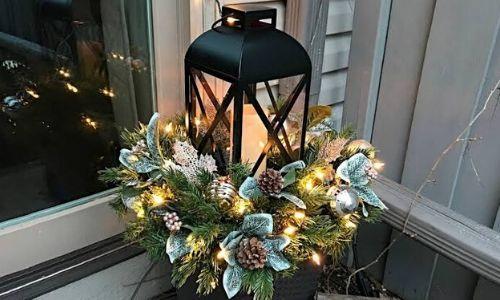 7. Natale una luce con candele floreali