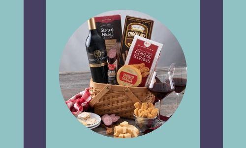 1. Cesto regalo da vino gourmet