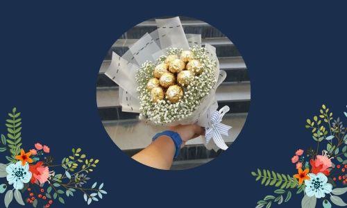 6. Bouquet di fiori e cioccolato