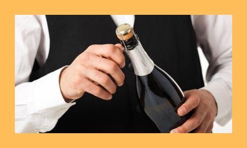 6) Una bottiglia di champagne