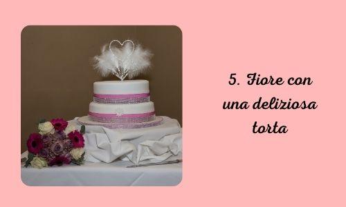 5. Fiore con una deliziosa torta